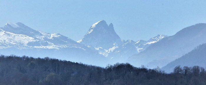 CROIX DE BUZY-BESCAT à 440 mètres d'altitude, en vallée d'Ossau.