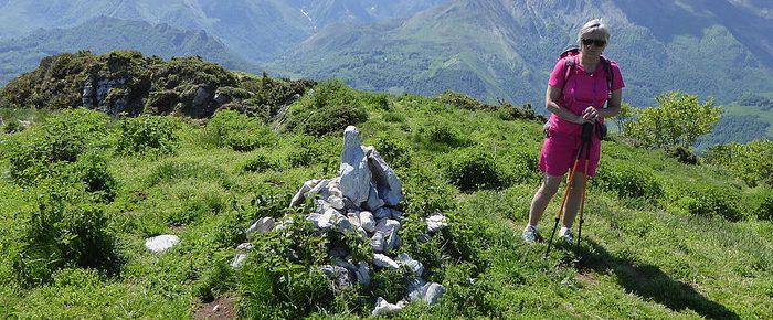 PIC DE BERBEILLET à 1633 mètres d'altitude depuis le Col de Couraduque en Val d'Azun, Hautes-Pyrénées.