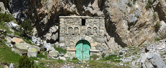 ERMITA DE LA VIRGEN DE LAS NIEVES DE LA RENCLUSA, à 2140 mètres d'altitude, dans la vallée du Rio Asera, Haut Aragon, Espagne.
