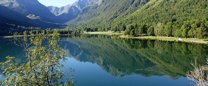 LAC DE GENOS LOUDENVIELLE, par la tour de Moulor à 1116 mètres d'altitude, dans la vallée de Louron, Hautes-Pyrénées..
