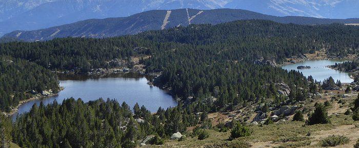 ÉTANGS DU CARLIT à 2230 mètres d'altitude dans le massif du Capcir, en haute vallée du Têt, Pyrénées Orientales.