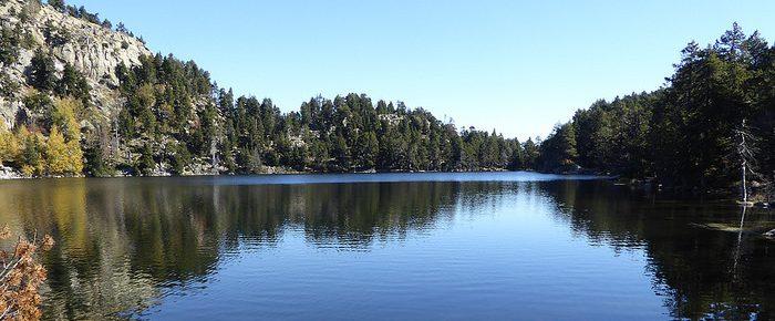 ETANGS DES ESQUITS à 2010 mètres d'altitude, dans le Site classé du lac des Bouillouses, Pyrénées Orientales.