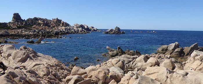 CAMPOMORO A CANUSEDDU à 110 mètres d'altitude, par le sentier côtier du littoral du Sartenais, sur la commune de Campomoro en Corse du Sud.