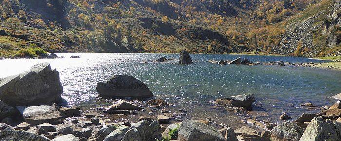 ÉTANG DE COMTE à 1742 mètres d'altitude dans la vallée du Mourguillou, sur la commune de Mérens Les Vals, en Ariège.