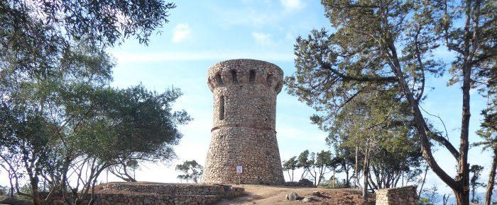 TOUR D'ISOLELLA à 50 mètres d'altitude sur la presqu'île d'Isolella, près de la Punta di Sette Nave, sur la commune de Pietroséla, en Corse du Sud