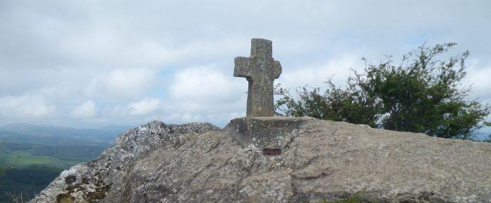 PIC DU MONDARRAIN à 749 mètres d'altitude depuis le col des Veaux, sur la commune d'Itxassou, Pays Basque