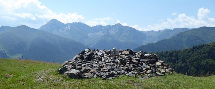 CROIX DE BELIOU à 1546 mètres d'altitude, dans la vallée de Lesponne, sur la commune de Bagnères de Bigorre, Hautes-Pyrénées