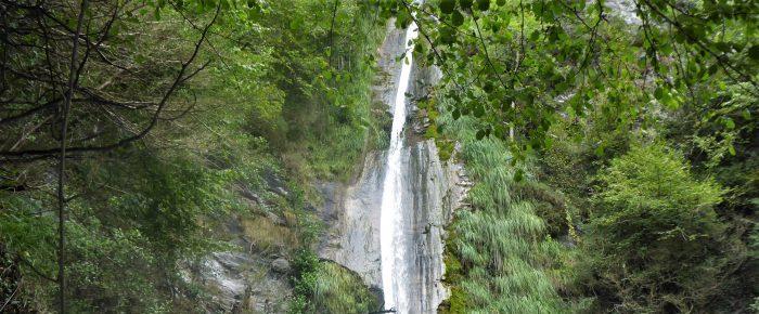 CASCADE DE SERIS à 787 mètres d'altitude, au pied du ravin de Sieste, sur la commune de Laruns, Pyrénées-Atlantiques