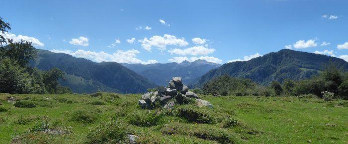 SOUM DE BERRET à 948 mètres d'altitude, en vallée de Barétous, sur la commune d'Arette, Pyrénées-Atlantiques.