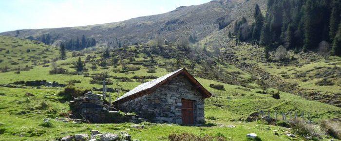 CABANE DE SARREDE à 1232 mètres d'altitude dans la vallée de Gripp, sur la commune de Sainte Marie de Campan, Hautes-Pyrénées