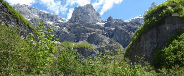 LE BOUT DU MONDE à 1206 mètres d'altitude, dans le superbe cirque du Fer à Cheval, sur la commune de SIXT-FER-A-CHEVAL, Haute-Savoie.