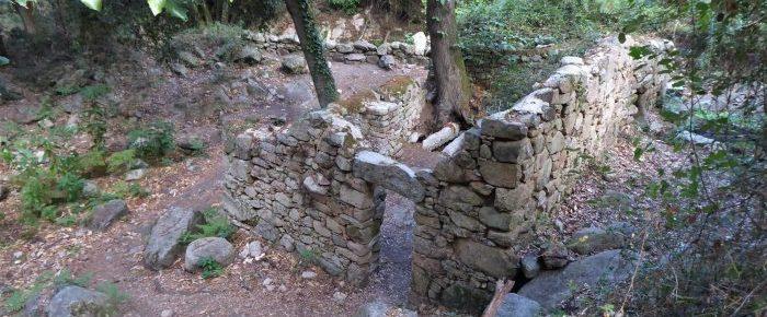 SENTIER DES MOULINS à 582 mètres d'altitude dans la vallée de Corticchiato, sur la commune de Cuttoli-Corticchiato, en Corse du Sud.