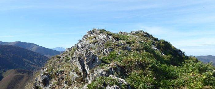 PIC DE LA CLIQUE à 1048 mètres d'altitude, petit sommet du piémont pyrénéen, sur la  commune de Germs-sur-l'Oussouet, Hautes-Pyrénées